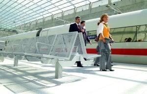 Erlau benches for railway platforms